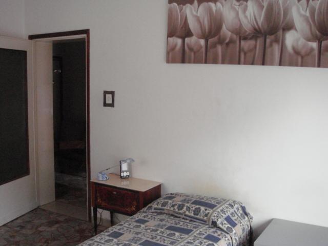 Stanza singola e stanza doppia arredate disponibili dal 1 for Stanze arredate