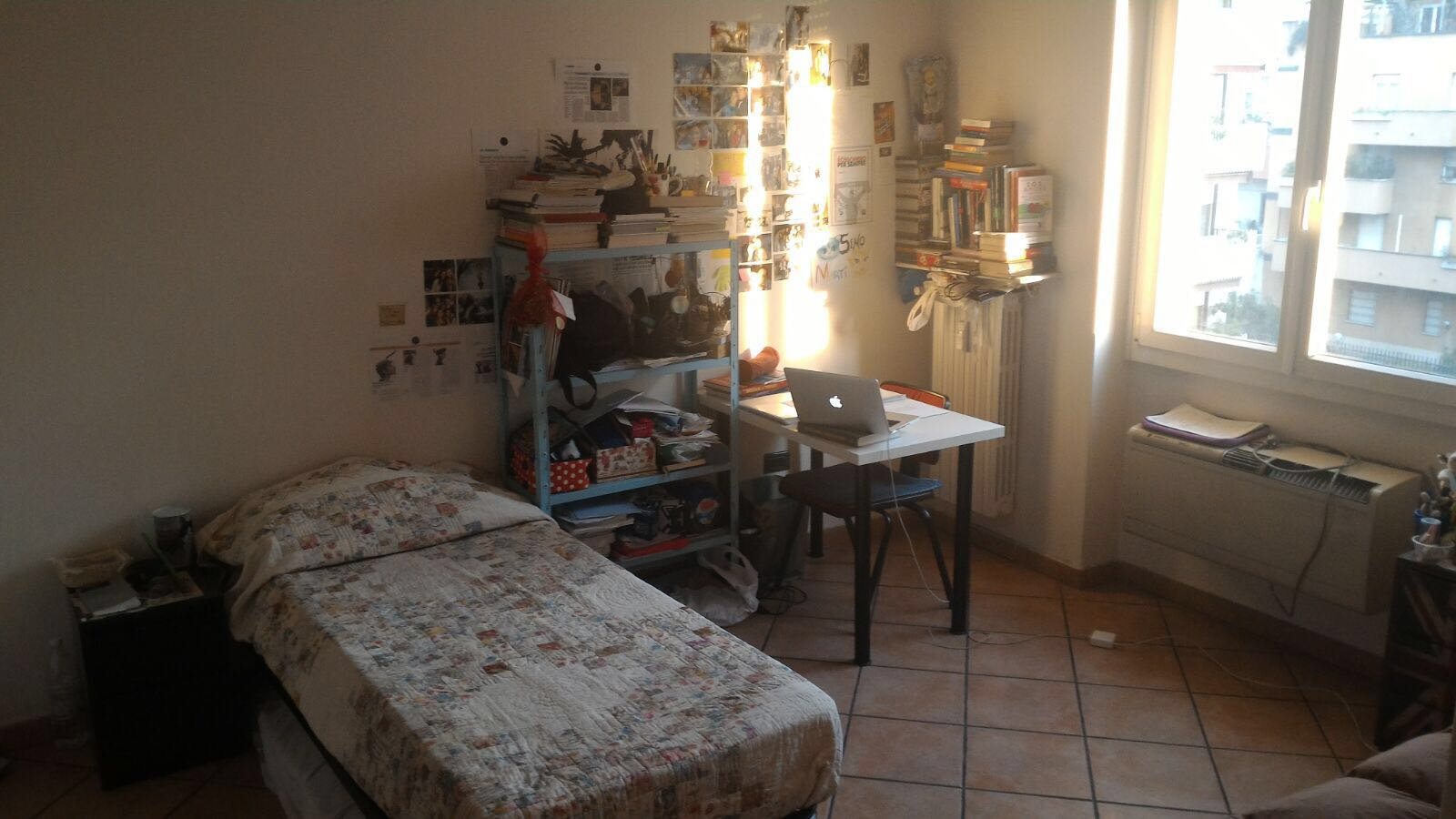 Posto letto in camera doppia per ragazza - Cercasi posto letto milano ...