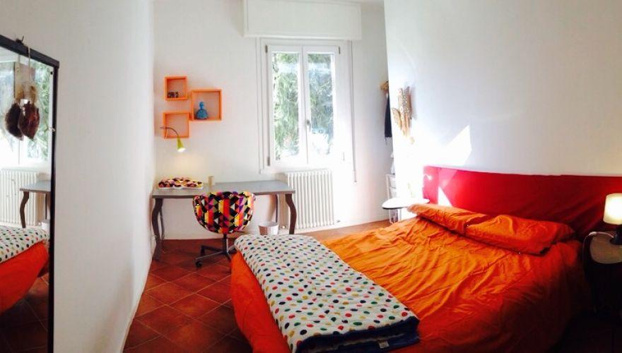 Offro stanza singola bella e luminosa