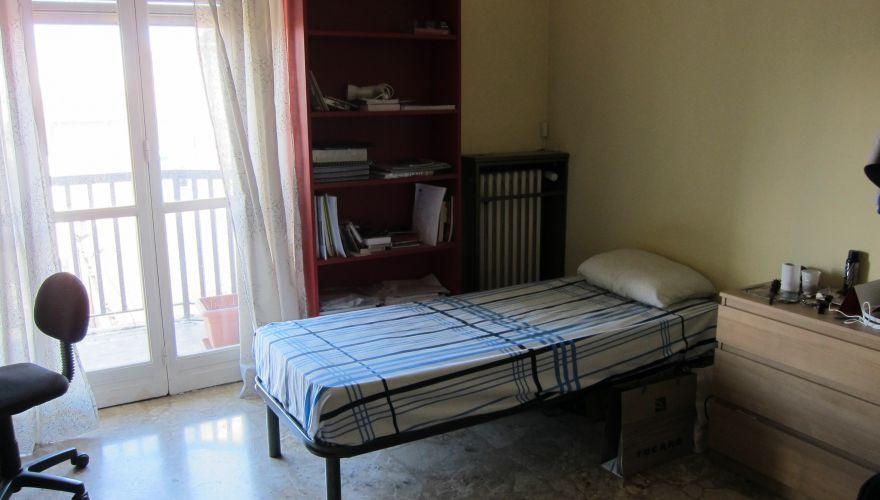1  POSTO   LETTO  per  RAGAZZA  (anche brevi periodi )   -ONE/TWO  BED  IN DOUBLE
