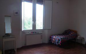 big sunny room stanza grande e luminosa
