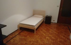 Fermata metro, stanza singola o due posti letto.